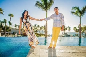 bride-and-groom-maui-wedding-engagement-shoot-on-pool